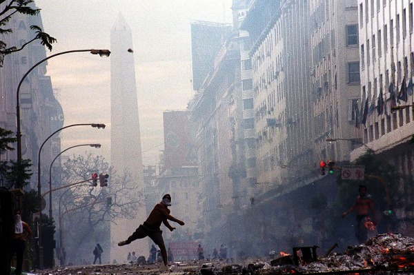 argentina_corralito_protestas