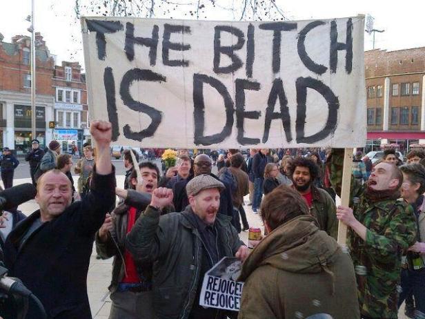 """Británicos mostrando su """"pesar"""" por la muerte de Doña Margarita"""