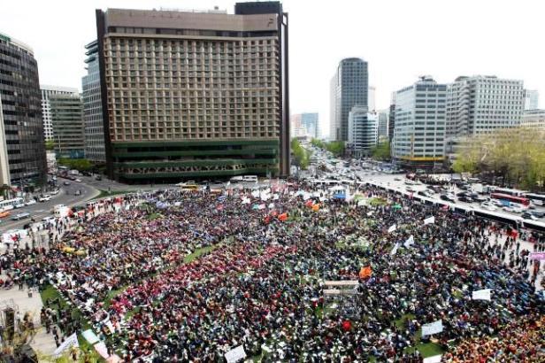 """Protestas intensas, muy reivindicativas, en la """"libre y democrática"""" Surcorea"""