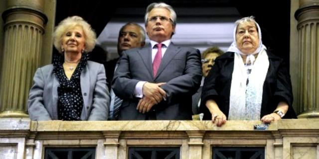 ¿Y este individuo merece ser asesor parlamentario en la Argentina actual? No se entiende las simpatías que aún despierta en ciertos republicanos. Republicanos burgueses, sin duda.