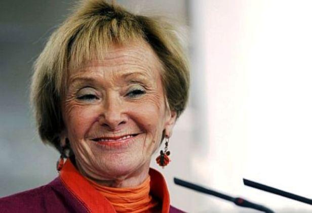 Taimada sonrisa de una vividora de la política, al margen del pueblo, contra los intereses de éste: la viva estampa del maldito PPSOEZ
