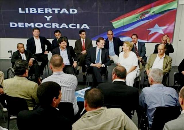 Reunión rajoyana con contrarrevolucionarios cubanos en 2010, en la calle de Génova. El Moragas, como se aprecia en la imagen, no podía faltar